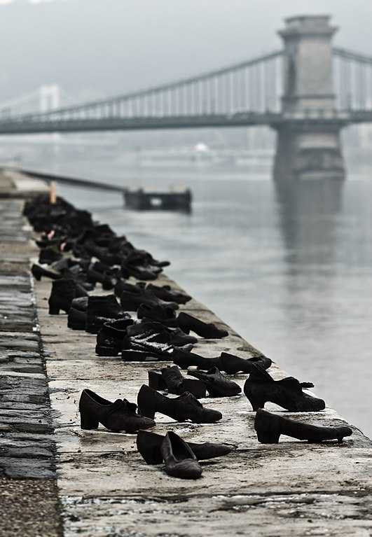 Donauufer in Budapest: Erinnerung an den Holocaust. Foto: Nikodem Nijaki (Wikimedia Commons)